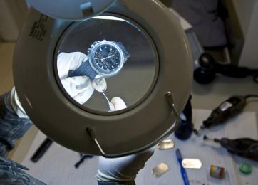 Rengøring af automatiske ur værker og ur værker der skal trækkes op